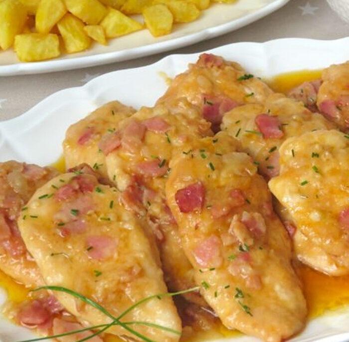 Pechugas de pollo a la mostaza con salsa de cebolla